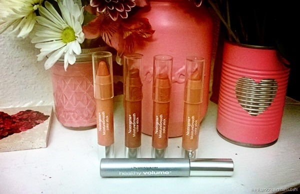 NEUTROGENA® MoistureSmooth Color Sticks