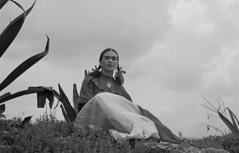 Frida Kahlo Fotos and Frases